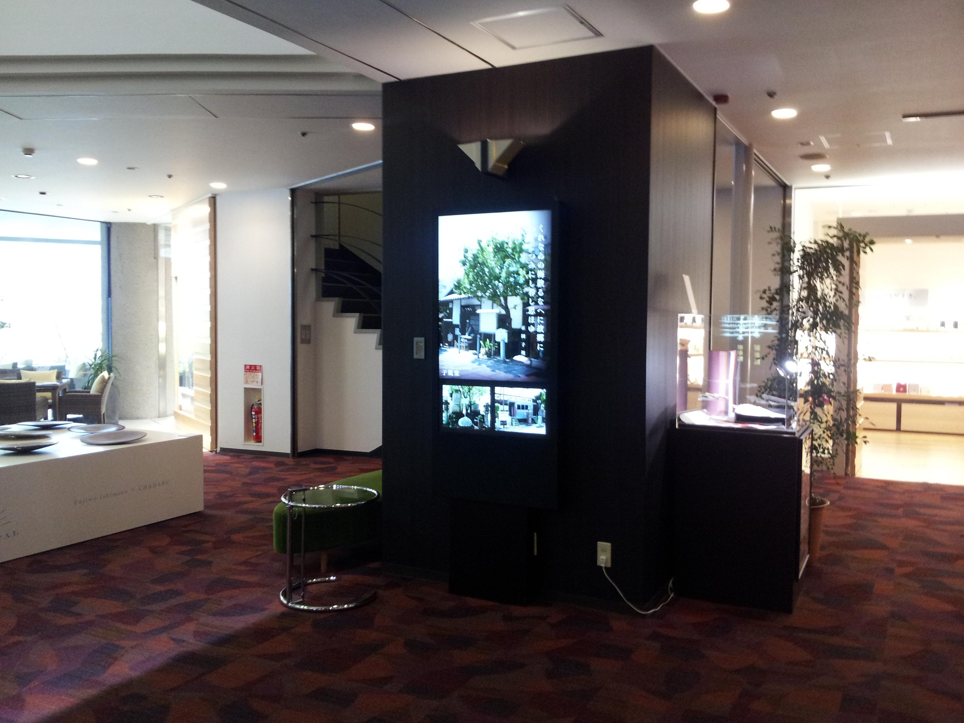 設置事例 デジタルサイネージ 52インチ壁掛け 温泉旅館設置 事例