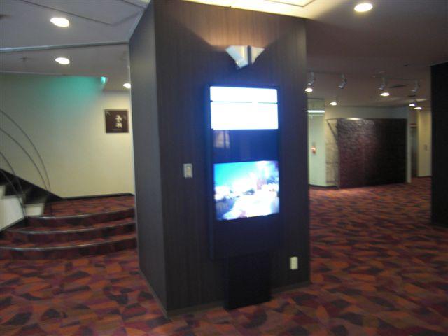 デジタルサイネージ 52インチ壁掛け 温泉旅館設置 事例