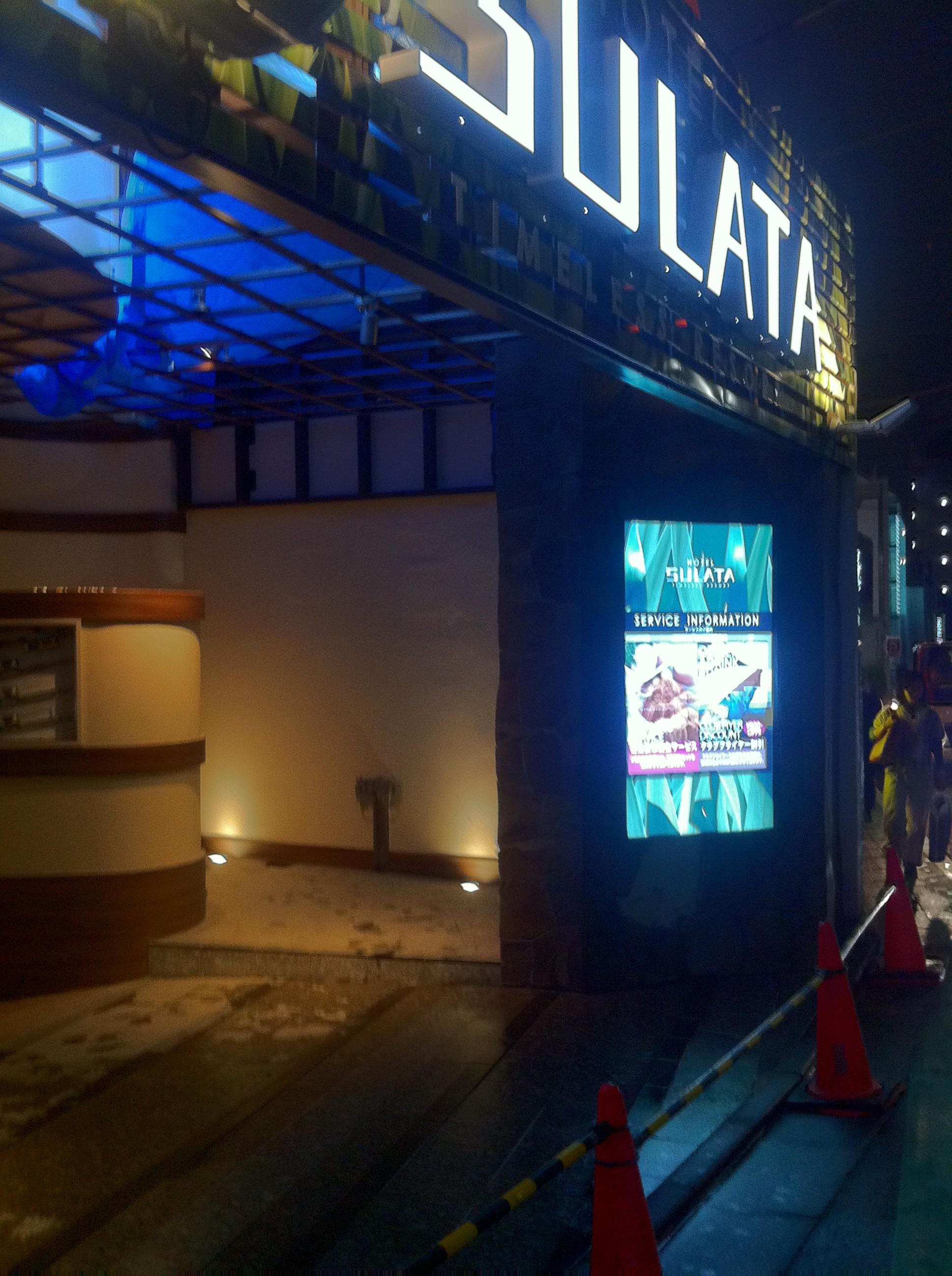 導入事例 屋外用デジタルサイネージ 72インチ壁埋込 ホテル設置 事例
