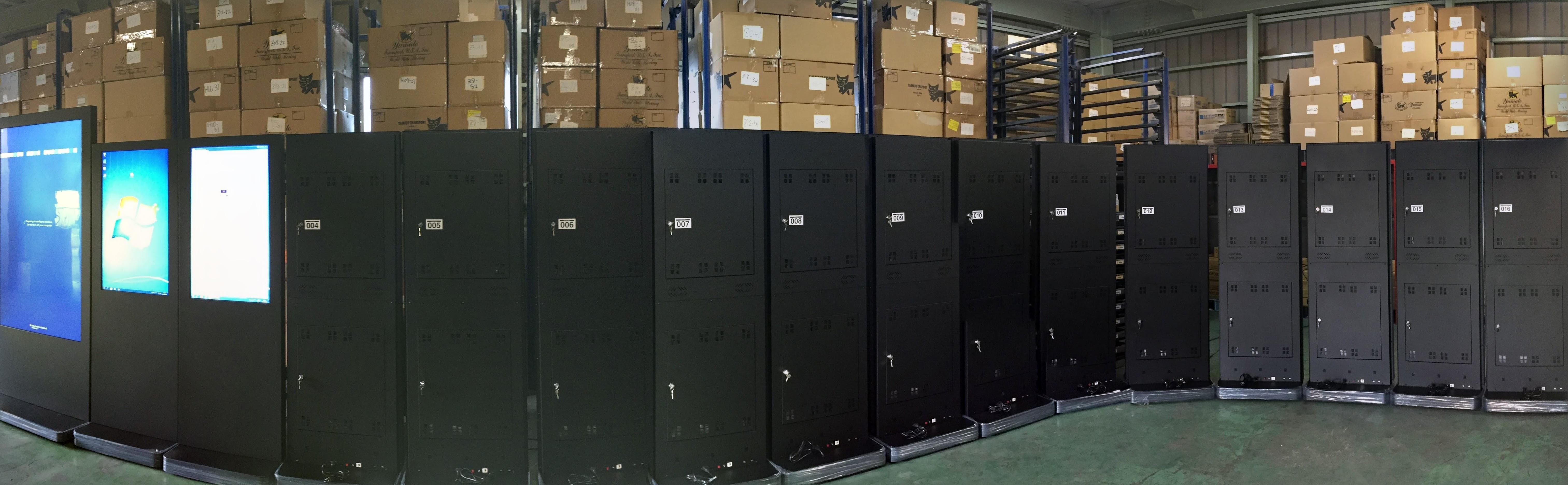 設置事例 デジタルサイネージ 70インチ、42インチ タッチパネルスタンド ショッピングモール納品 事例